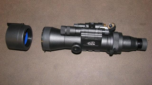 EIn Aufsatz, welcher auf das Zielrohr des Gewehres aufgebaut werden kann - Nachtzielgerät.