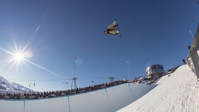 A Laax èn prevesidas las concurrenzas da snowboard/skis Big Air, Halfpipe e Slopestyle.