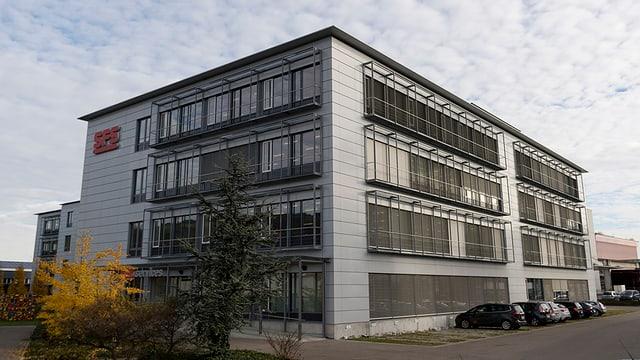 Gebäude mit SFS Schriftzug
