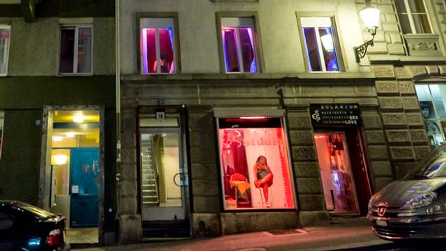 Prostituadas s'offran en il Niederdorf a Turitg.