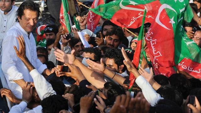 Ex-Cricket-Star Imran Khan bei einer Wahlkampfveranstaltung.