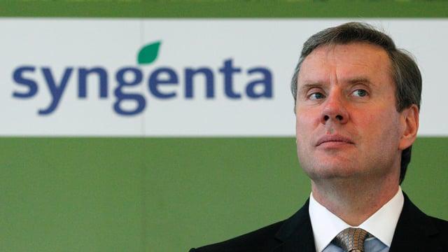 Syngenta-Chef Mike Mack vor einem Syngenta-Schriftzug
