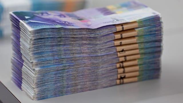 Ein grosses Bündel von Schweizer Banknoten.