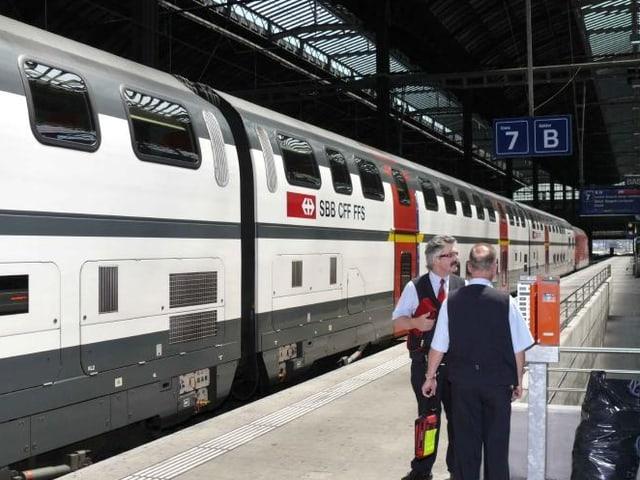 Zug im Bahnhof Basel SBB