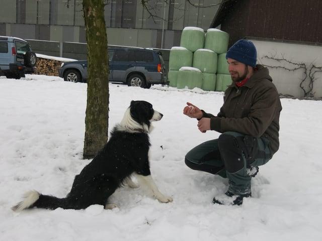 Beat Wyrsch und Hund Zorro bei der Arbeit