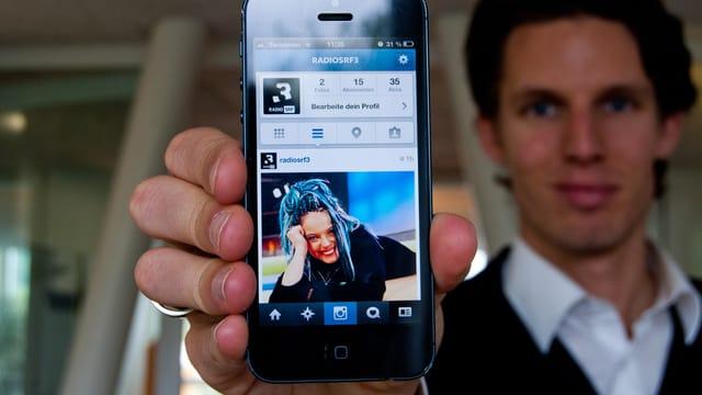 Die Instagram-Seite von SRF 3 auf einem Handybildschirm.