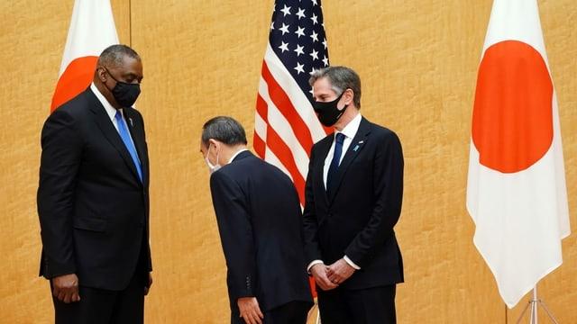 Yoshihide Suga (Mitte), US-Aussenminister Lloyd Austin (links) und US-Aussenminister Antony Blinken