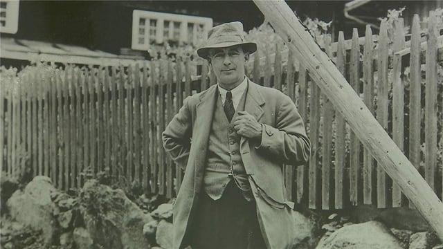 Frederick Ashcroft, numnà l'Englais.
