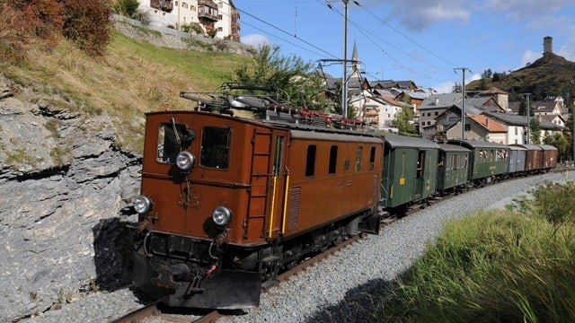 Tren nostalgic da la VR sper Ardez