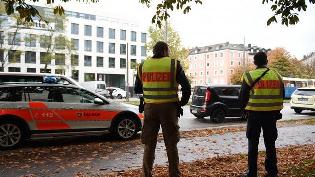 Enturn il «Rosenheimer Platz» amez Minca è la polizia posiziunada.