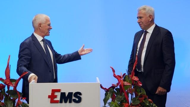 Nov president dal cussegl d'administraziun da la Ems-Chemia è Bernhard Merki (dretg), el suonda ad Ulf Berg.
