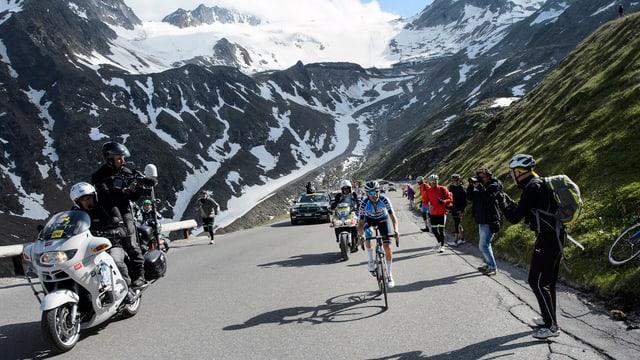 Radfahrer vor Bergen.