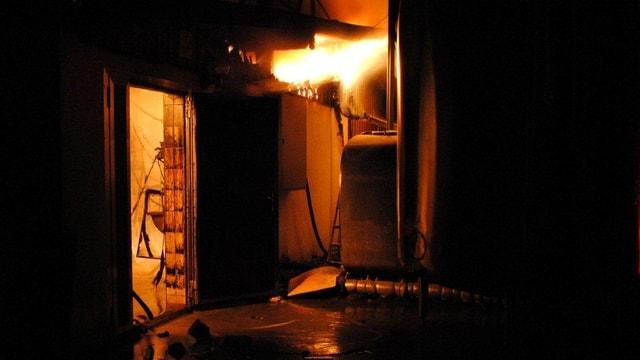 Flammen in einem Technikraum