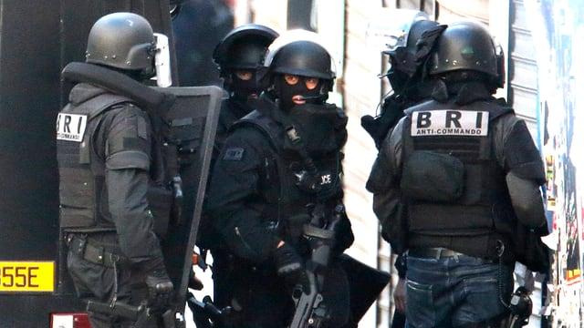 La razzia da la polizia a St. Denis è a fin.
