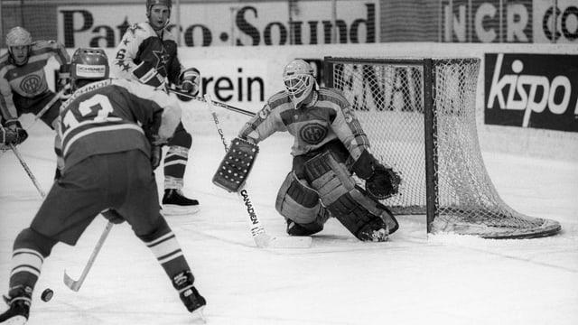 Die Davoser Goalie-Legende Richard Bucher wehrt sich gegen die Russen.