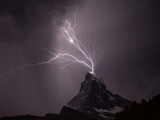Blitzeinschlag ins Matterhorn