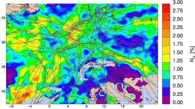 Grafik: Linien und Flächen zeigen den mittleren Bedeckungsgrad durch Kondensstreifen über Europa.