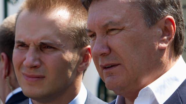 Nahaufnahme von Viktor Janukowitsch und dessen Sohn.