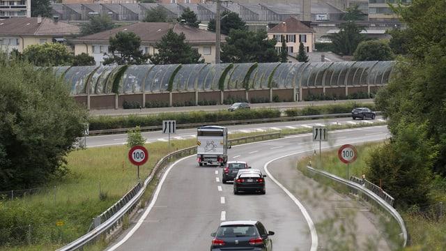 Paraids da protecziun cunter la canera sper in'autostrada.