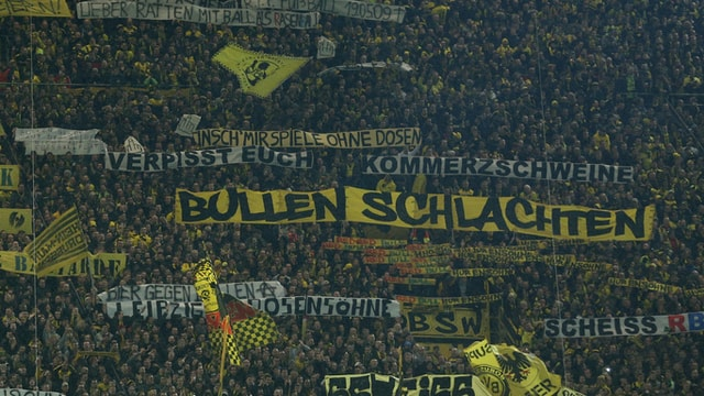 Spruchbänder im Dortmunder Stadion
