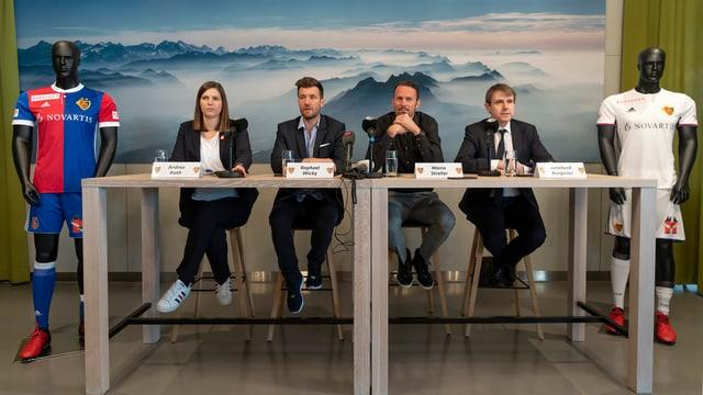 Burgener, Streller und Wicky an der Medienkonferenz