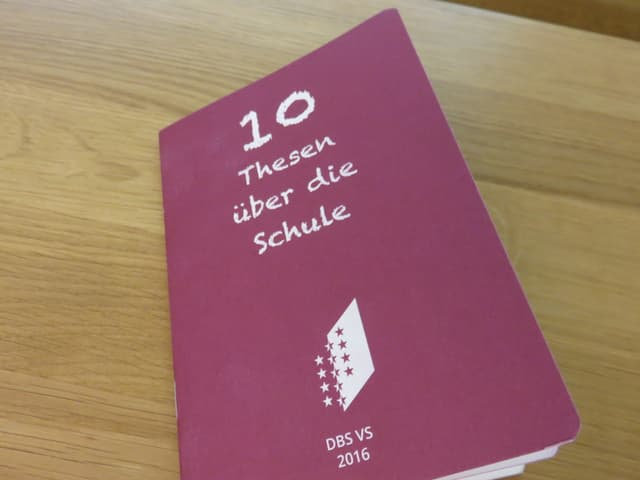 Büchlein mit dem Titel «10 Thesen über die Schule».