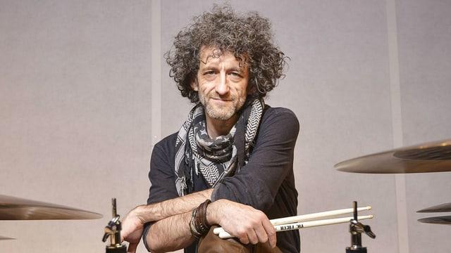 So ruhig sitzt er selten da: Schlagzeuger Jojo Meyer.