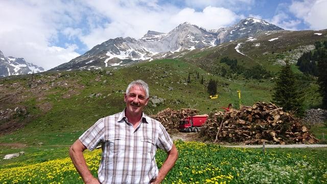 Mattias Cadruvi, il forestal da Trun.