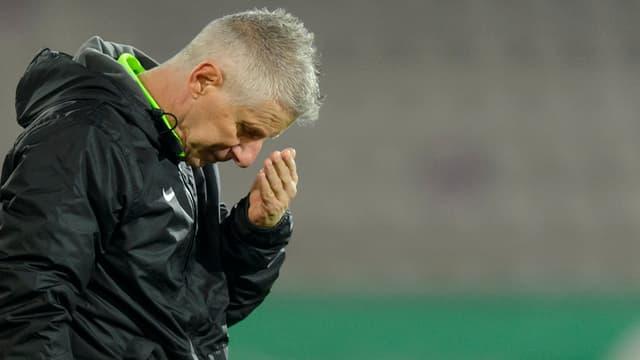 Aarau Trainer Livio Bordoli schaut zu Boden