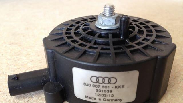 Ein Soundaktor, ein etwa Hockeypuck grosser Lautsprecher.