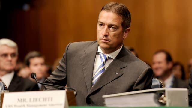 Der Schweizer UBS-Banker Martin Liechti steht am 17. Juli 2008 vor dem amerikanischen Senatsausschuss.