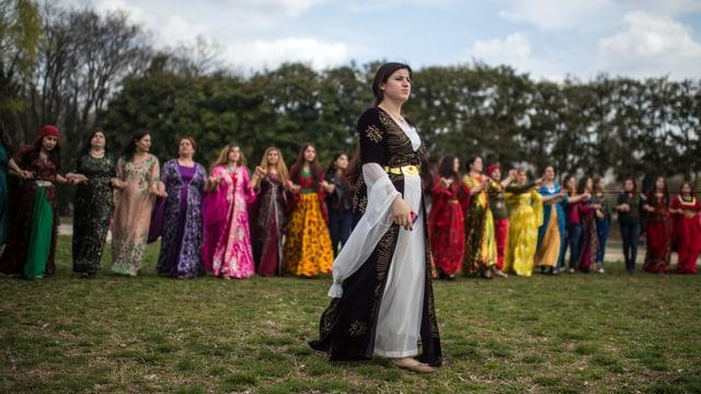 Frauen feiern Neujahrsfest Nouruz.