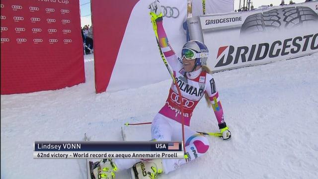 Lindsey Vonn nach ihrem Triumph bei der Abfahrt in Cortina.