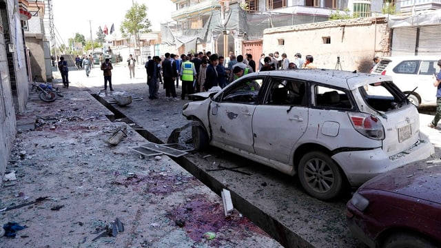 auto donnegià da l'attentat a Kabul en l'Afganistan