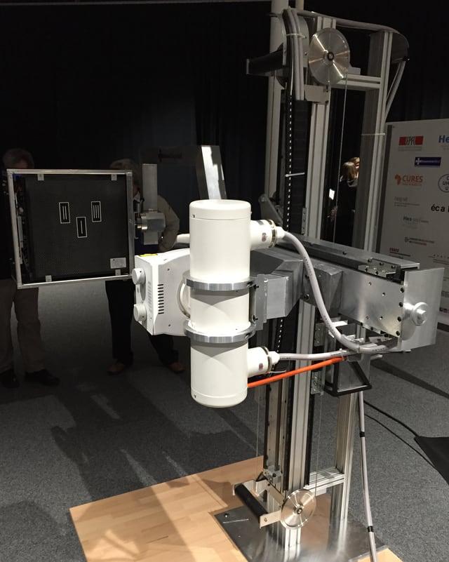 Präsentationsexemplar des neuen Röntgengeräts.