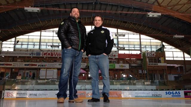 EHCO-Geschäftsführer Peter Rötheli (l.) und Trainer Scott Beattie stehen stolz auf dem Eis im Oltner Kleinholz-Stadion.