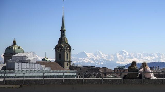 Blick auf Berner Innenstadt mit Heiliggeistkirche.