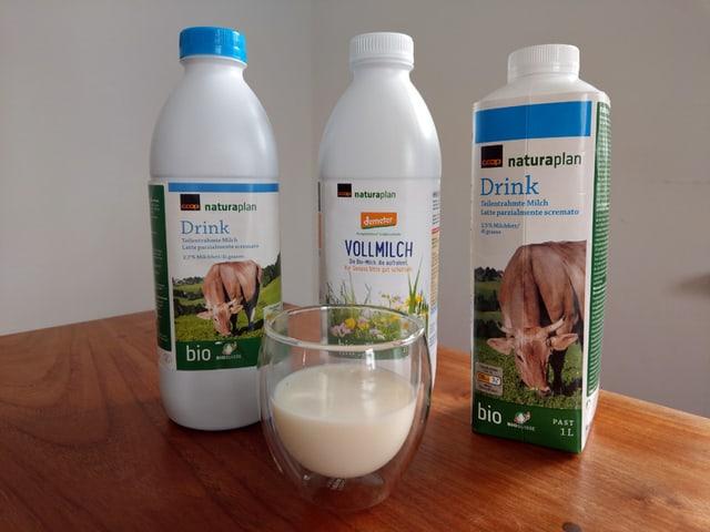 Drei Milchverpackungen