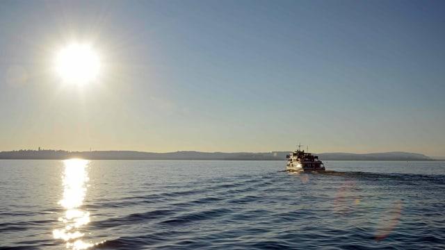 Schiff auf dem Bodensee bei Sonnenschein