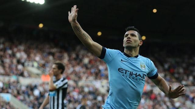 Sergio Agüero von Manchester City freut sich über den Treffer zum 2:0.