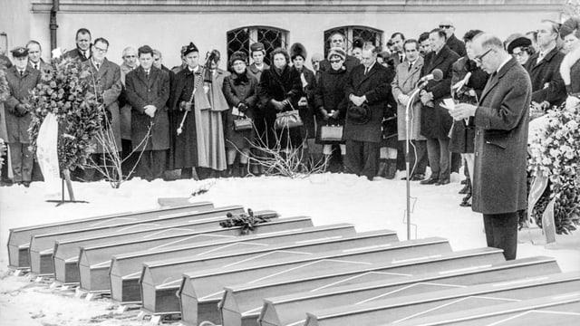 Beerdigung der Opfer nach dem Attentat von Würenlingen.