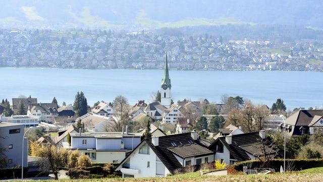 Zollikon am Zürichsee: Das neue Gemeindegesetz verlangt mehr Urnenabstimmungen in den Zürcher Gemeinden.