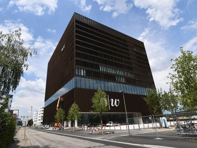 Blick von aussen auf das neue Gebäude der FHNW