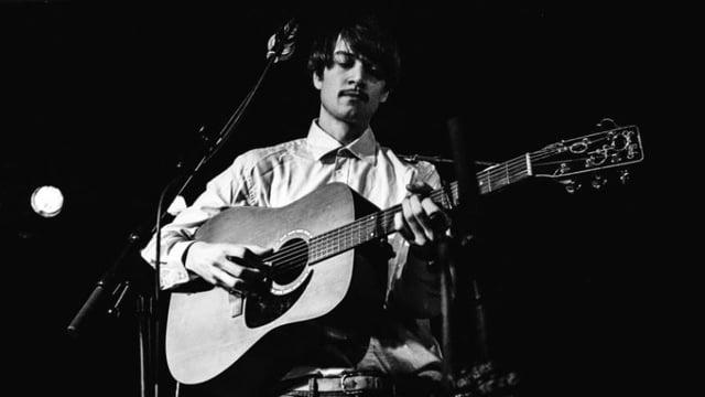 Ein Mann mit Gitarre