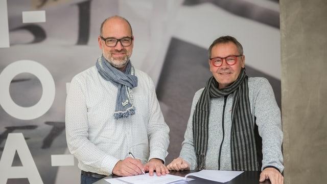 Armin Spescha da communicaziun.ch (san.) e Peter Frangi da Artolino.