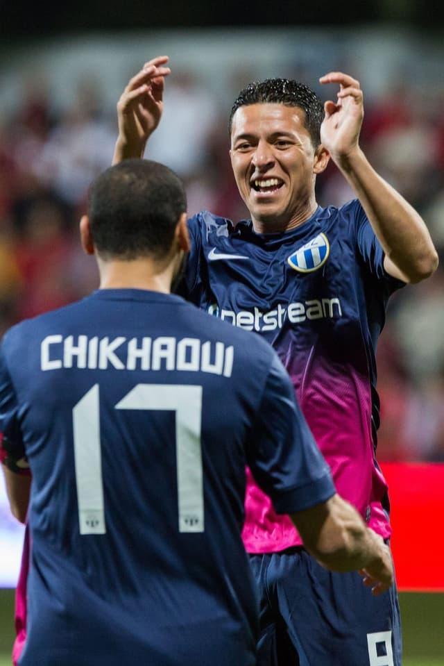Yassine Chikhaoui und Amine Chermiti bejubeln einen Treffer.