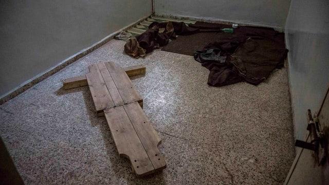 Foltergerät aus Holz im Gefängnis von Rakka.