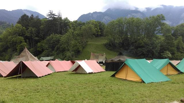 Bleras tendas dals battasendas a Rodels.