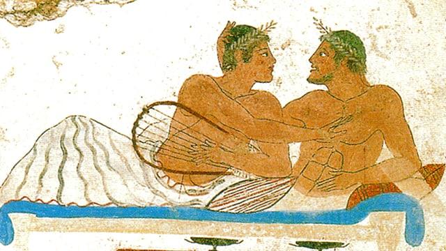 Männer aus dem alten Griechenland liegen auf Betten und berühren sich.