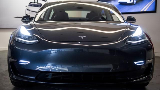 Ein Tesla Modell 3.
